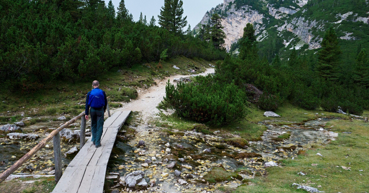 Un turist rătăcit pe munte în SUA nu a răspuns la telefon salvatorilor pentru că nu cunoștea numărul