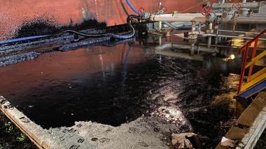poluare cu pacura in portul midia navodari