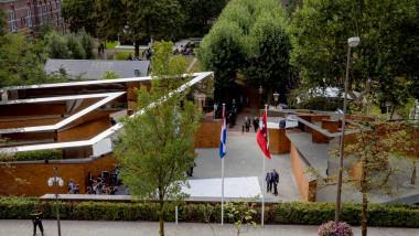 privire de ansamblu asupra memorialului cu numele victimelor holocaustului din amsterdam