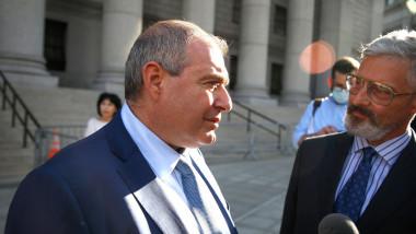 Lev Parnas, fost partener al fostului avocat al lui Donald Trump, Rudy Giuliani, a fost găsit vinovat vineri de către tribunalul federal din Manhattan pentru finanţare politică ilegală
