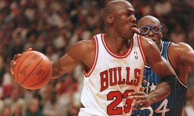 1201008P Magic v Bulls Jordan