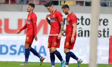 Dennis Man, Ovidiu Popescu și Florinel Coman, în FCSB - Universitatea Craiova / Foto: Sport Pictures