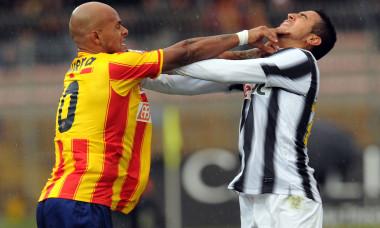 Arturo Vidal și Ruben Olivera, într-un meci Lecce - Juventus din ianuarie 2012 / Foto: Getty Images