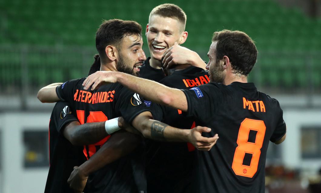 Brandon Williams, Bruno Fernandes și Juan Mata după victoria obținută de United cu Lask Linz în Europa League / Foto: Getty Images