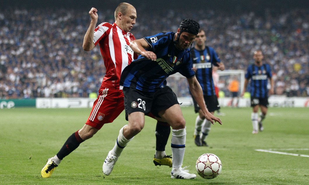 Cristi Chivu, duel cu Arjen Robben în finala Ligii Campionilor din 2010 / Foto: Getty Images