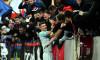 Florin Tănase, sărbătorind alături de suporteri golul marcat în Dinamo - FCSB 2-1 / Foto: Sport Pictures