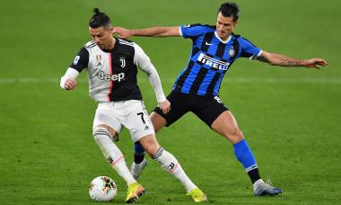 Cristiano Ronaldo și Antonio Candreva, în Juventus - Inter / Foto: Getty Images