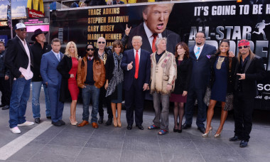 """Celebrity Apprentice All Stars"" Season 13 Bus Tour"