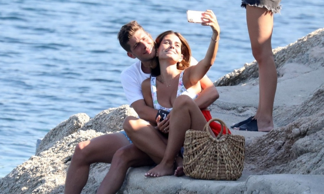*EXCLUSIVE* Barcelona Footballer Sergi Roberto and his wife Coral Simanovich on their beach holiday in Greece.
