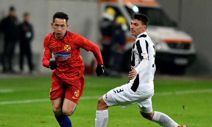 Olimpiu Moruțan și Risto Radunovic, în FCSB - Astra / Foto: Sport Pictures