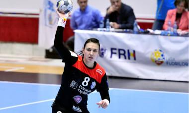 Cristina Neagu, în timpul meciului CSM București - SCM Râmnicu Vâlcea / Foto: Sport Pictures