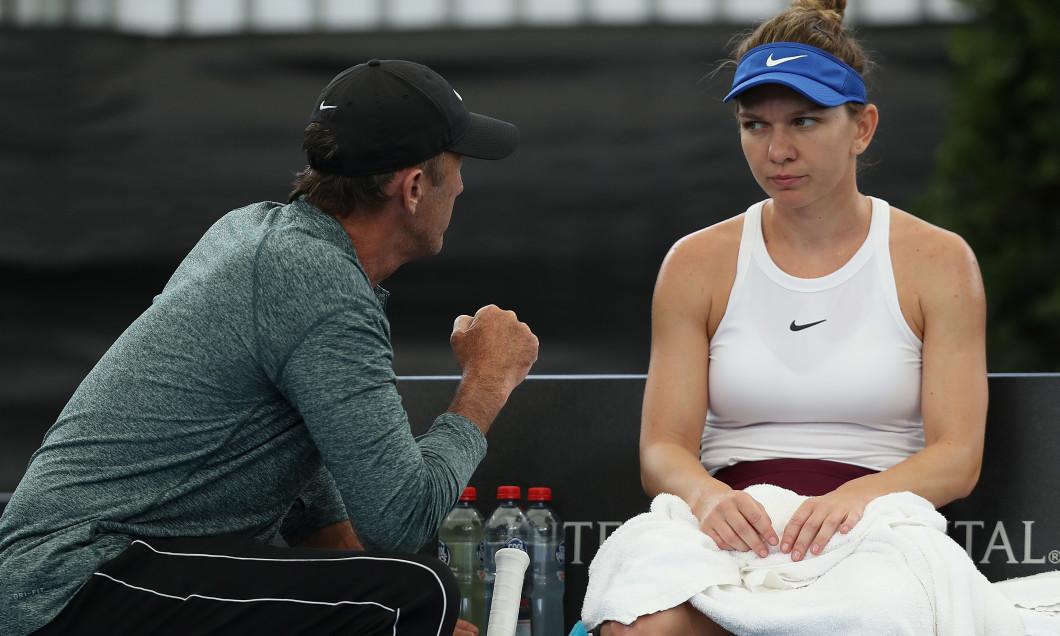 Simona Halep și Darren Cahill, în timpul meciului cu Aryna Sabalenka de la Adelaide / Foto: Getty Images