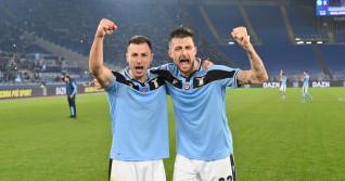 Ștefan Radu și Francesco Acerbi, după un meci câștigat de Lazio cu Napoli / Foto: Getty Images