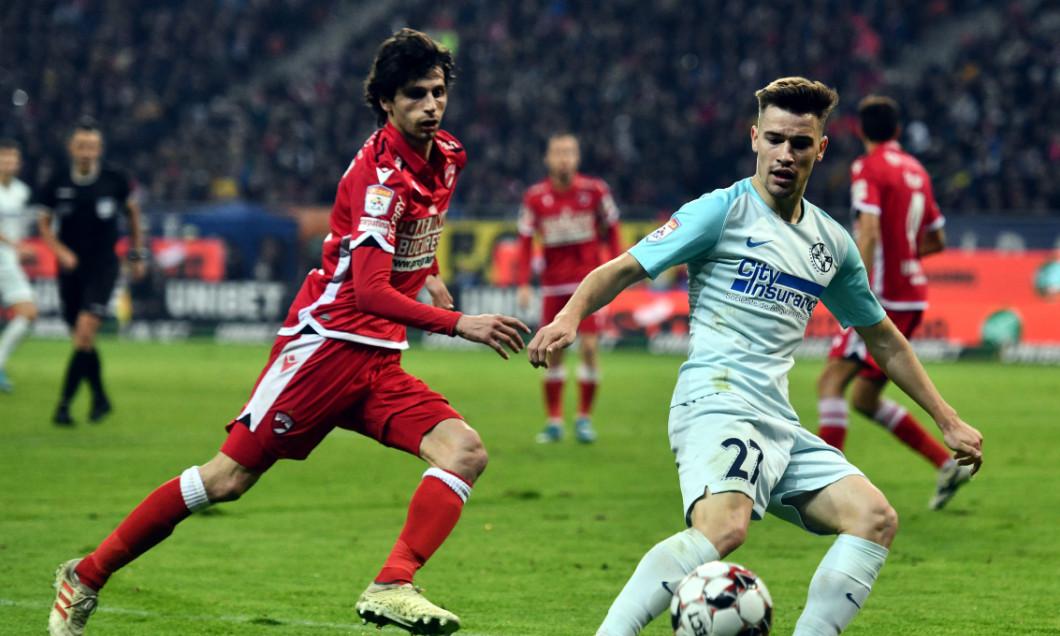 Darius Olaru, într-un meci Dinamo - FCSB / Foto: Sport Pictures