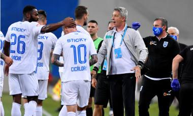 Cristiano Bergodi, alături de fotbaliștii Craiovei, în timpul meciului cu Astra / Foto: Sport Pictures
