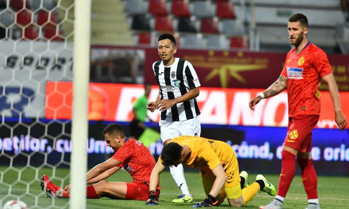 Andrei Miron și Ovidiu Popescu, după golul marcat de Takayuki Seto în Astra - FCSB / Foto: Sport Pictures