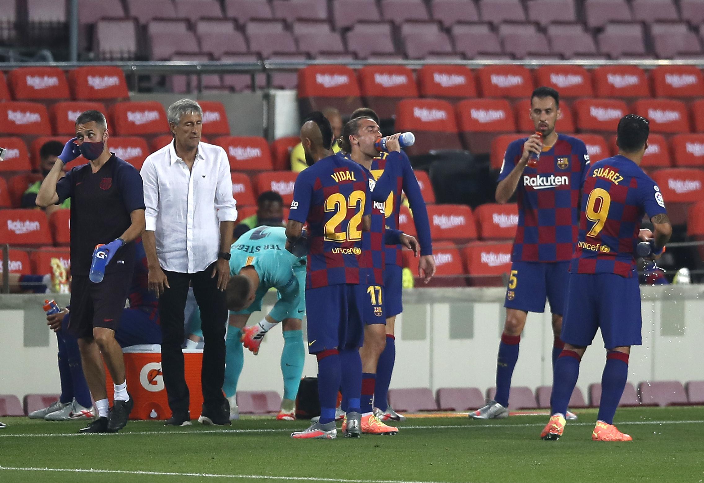 """S-a rupt definitiv vestiarul Barcelonei? Gestul făcut de Setien în minutul 90 al meciului cu Atletico: """"Sunt fără cuvinte"""""""
