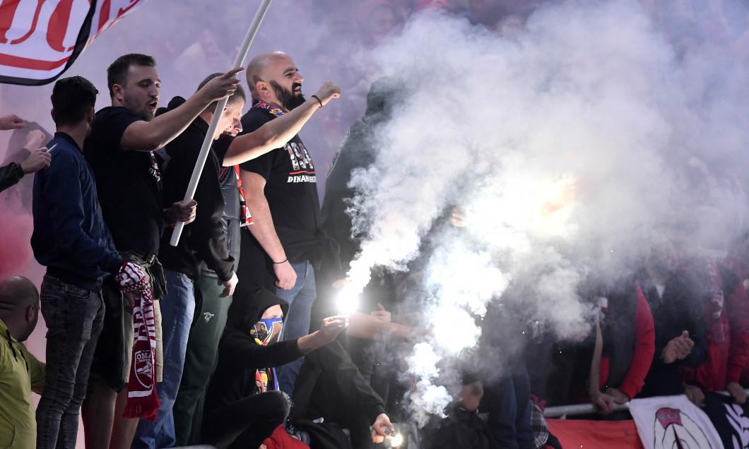 Suporterii lui Dinamo, în timpul unui meci cu FCSB / Foto: Sport Pictures