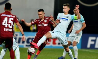 Florin Tănase, în duel cu Valentin Costache, în meciul CFR Cluj - FCSB / Foto: Sport Picture