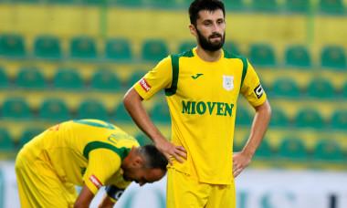 Ionuț Burnea, fotbalistul de la CS Mioveni, în meciul cu Rapid / Foto: Sport Pictures