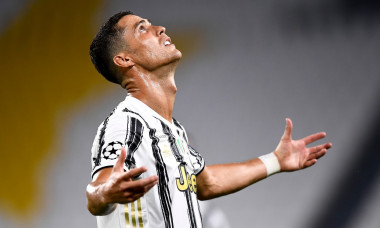Juventus FC v Olympique Lyonnais - UEFA Champions League
