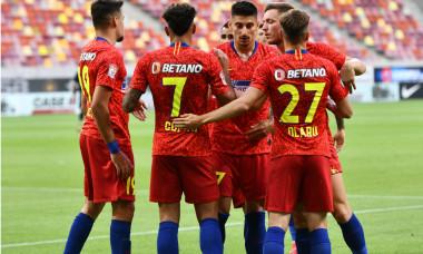Fotbaliștii de la FCSB, în meciul cu Dinamo / Foto: Sport Pictures