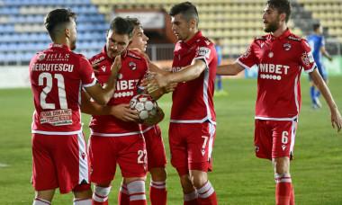 Jucătorii lui Dinamo, în meciul cu FC Voluntari / Foto: Sport Pictures