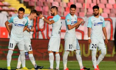 Alexandru Pantea, alături de coechipieri înaintea meciului cu Dinamo / Foto: Sport Pictures