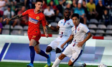 Reagy Ofosu și Jonathan Rodriguez, în duel cu Dennis Man, în meciul FC Botoșani - FCSB / Foto: Sport Pictures