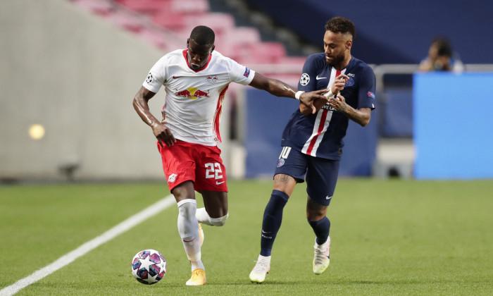 Neymar, în duel cu Mukiele, în meciul Leipzig - PSG / Foto: Getty Images