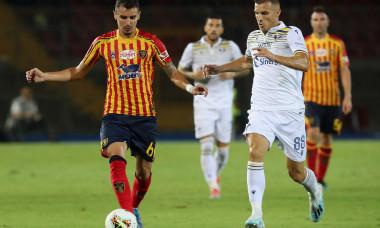 Romario Benzar, în meciul dintre Lecce și Hellas Verona / Foto: Getty Images
