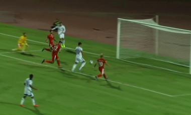 Zhangylyshbay a ratat pentru Ordabasi o ocazie uriașă la ultima fază a meciului cu Botoșani / Foto: Captură Digi Sport