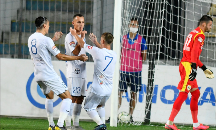 Fotbaliștii echipei Farul Constanța, în partida cu Petrolul / Foto: Sport Pictures