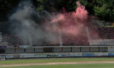 Stadionul din Reșița, în startul meciului cu Petrolul / Foto: Captură Digi Sport