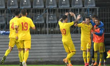 Fotbaliștii naționalei de tineret a României, în timpul meciului cu Finlanda / Foto: Sport Pictures