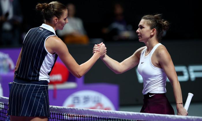 Simona Halep și Karolina Pliskova, la finalul meciului direct de la Turneul Campioanelor / Foto: Getty Images
