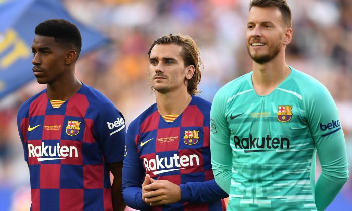 Junior Firpo, Antoine Griezmann și Neto, înaintea partidei amicale Barcelona - Arsenal / Foto: Getty Images