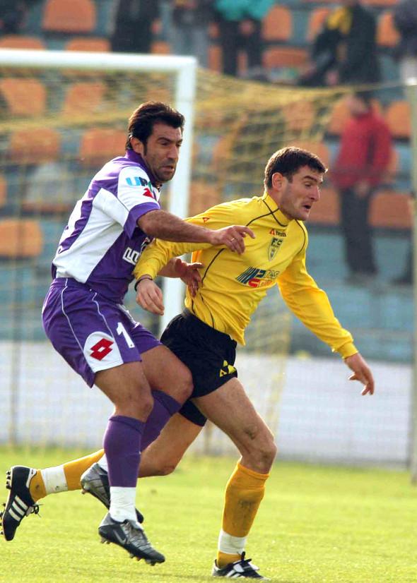 FOTBAL:FC BRASOV-POLI AEK 0-3 DIVIZIA A (1.11.2003)