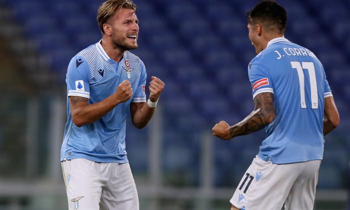 Ciro Immobile și Joaquin Correa, după un gol marcat pentru Lazio în meciul cu Brescia / Foto: Getty Images