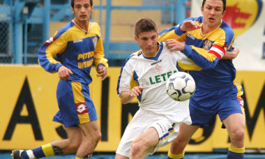 FOTBAL: PETROLUL PLOIESTI-FCM BACAU 3-1 DIVIZIA A (18.04.2004)