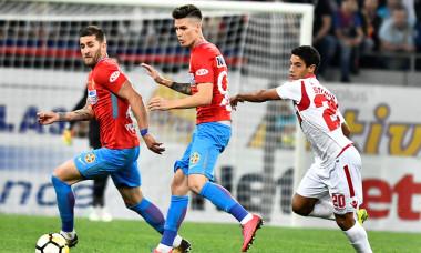 Dennis Man, Ovidiu Popescu și Diogo Salomao, în timpul meciului FCSB - Dinamo din 24 septembrie 2017 / Foto: Sport Pictures
