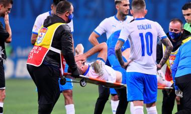 Elvir Koljic, scos de pe teren pe targă în meciul Craiova - Poli Iași / Foto: Sport Pictures