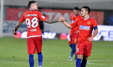 Dennis Man și Olimpiu Moruțan, în partida cu FC Argeș / Foto: Sport Pictures