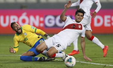 Neymar și Carlos Zambrano, în duel direct în meciul Peru - Brazilia / Foto: Getty Images