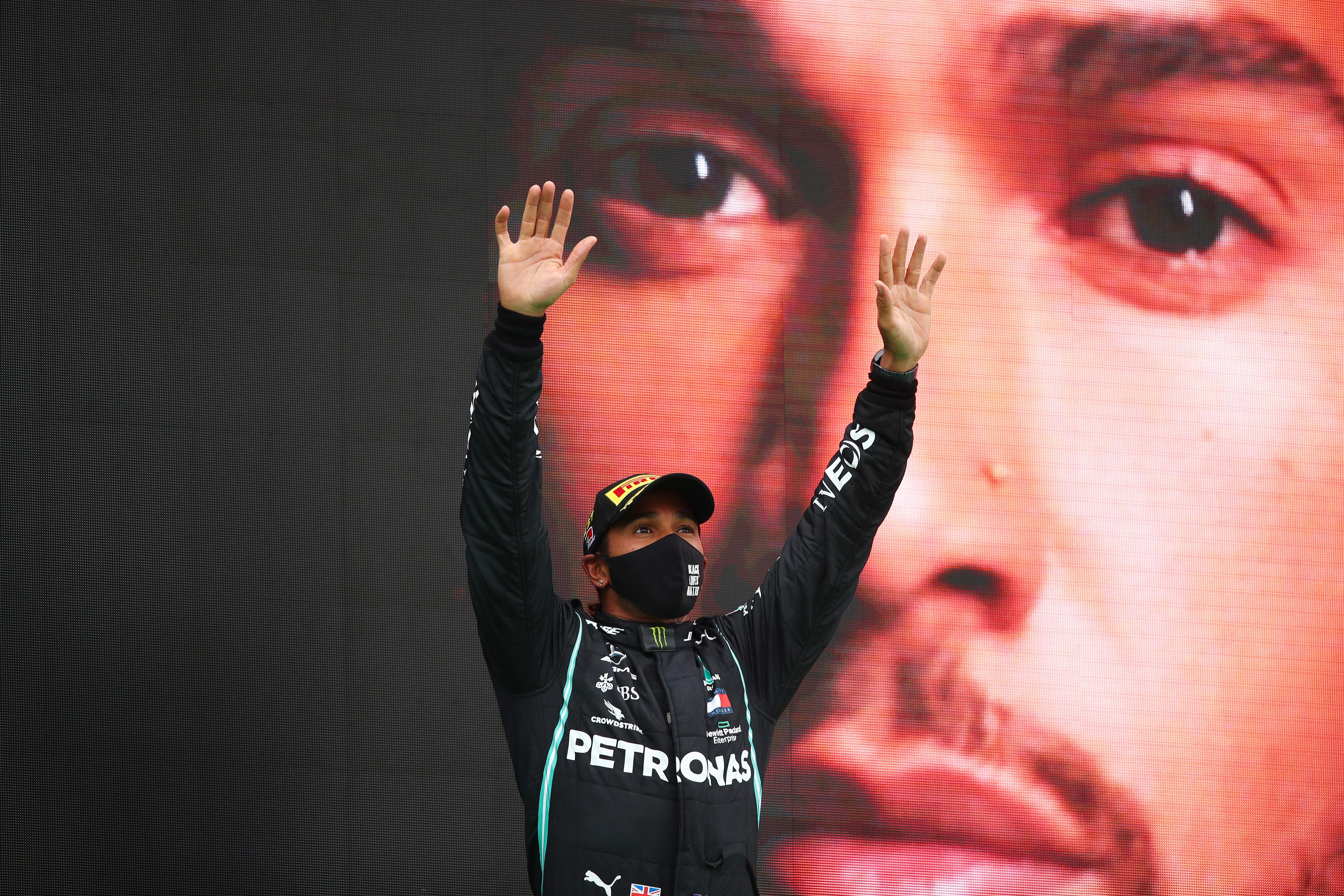 Lewis Hamilton, emoționat după ce a bătut recordul lui Michael Schumacher și a scris istorie în Formula 1