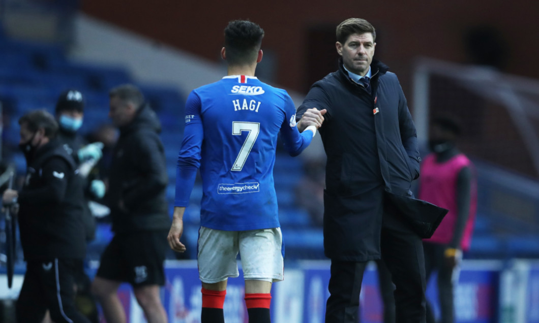 Ianis Hagi și Steven Gerrard, în meciul Rangers - Livingston / Foto: Getty Images