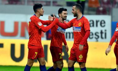 Aristidis Soiledis, alături de Florinel Coman și Vali Crețu, într-un meci FCSB - Gaz Metan / Foto: Sport Pictures