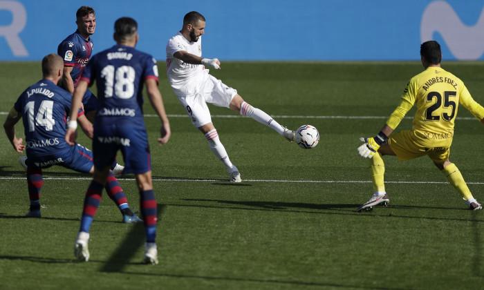 Karim Benzema, atacantul lui Real Madrid, în meciul cu Huesca / Foto: Getty Images