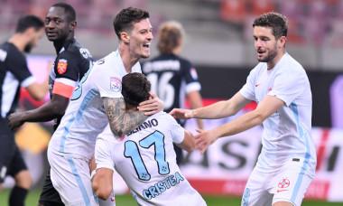 Dennis Man, Iulian Cristea și Sergiu Buș, în meciul FCSB - Hermannstadt 5-0 / Foto: Sport Pictures