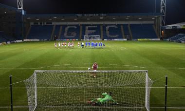 Momentul în care Cătălin Cîrjan execută penalty-ul decisiv pentru Arsenal U21 / Foto: Twitter@arsenalacademy